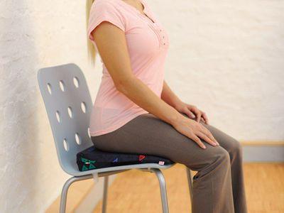 Keilsitzkissen zur Unterstützung der aufrechten Rückenhaltung